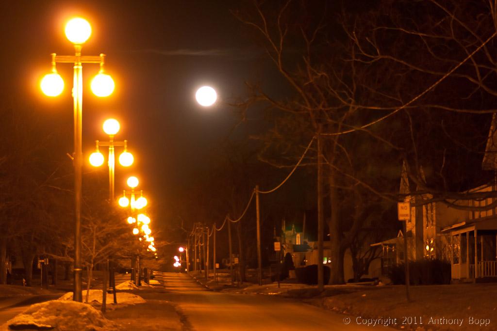 Moon Over Vinton