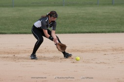 Softball Varsity Vinton-Shellsburg vs Clear Creek Amana 2014-5042
