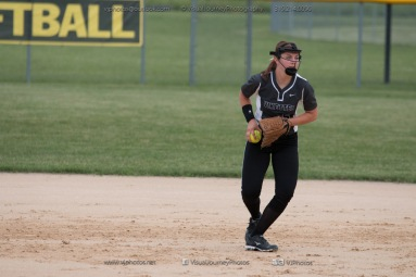Softball Varsity Vinton-Shellsburg vs Clear Creek Amana 2014-5161