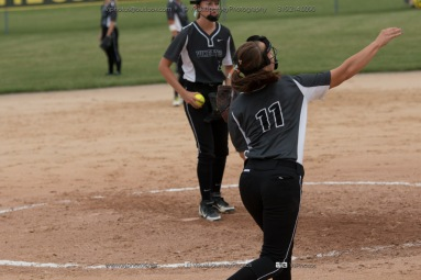 Softball Varsity Vinton-Shellsburg vs Clear Creek Amana 2014-5223
